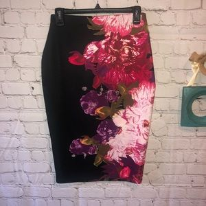 Floral pencil skirt stretch. like new. bisou bisou